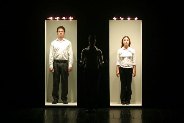 Performance Luz (-). Foto: Dalton Camargos