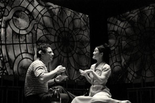 Atores: Adriano Garib e Miwa Yanagizawa. Foto: Guga Melgar.