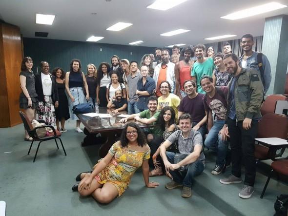 Roda de conversa sobre representatividade trans, realizada no Rio de Janeiro por Dandara Vital (à frente). Foto: Rodrigo Menezes.