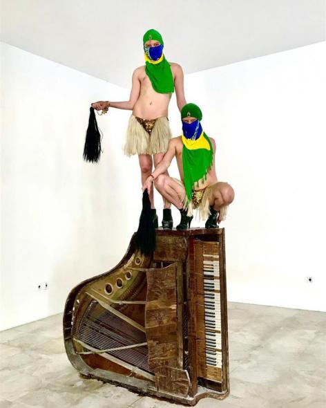 Performance Travestis, a palestina do mundo, da dupla Irmãs Brasil, para o festival Marsha!. Foto: Divulgação.