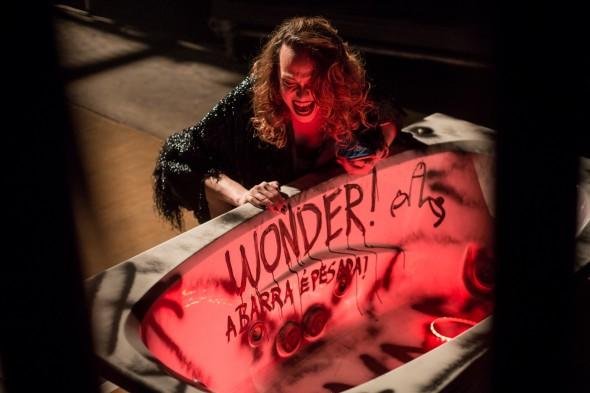 Cena de Wonder! Vem pra barra pesada. Foto: Coletiva Wonder.