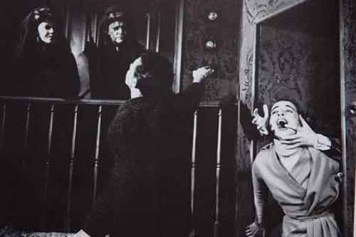 Arsênico e Alfazema (1949). Foto: Fredi Kleemann. Em cena: Cacilda Becker, Madalena Nicol, Milton Ribeiro e Célia Biar.