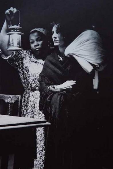 Paiol Velho (1951). Em cena: Zeni Pereira e Cacilda Becker. Foto: Fredi Kleemann.