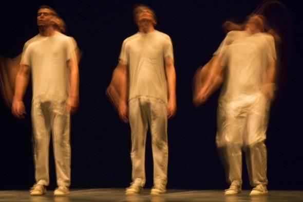 Piranha - Wagner Schwartz (SP)   1, 2 na Dança – Mostra Internacional de Solos e Duos – Edição 2013. Imagem criada por Guto Muniz a partir de suas fotografias de cena.